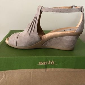 Earth Brand Wedges Tan Suede size 8.5